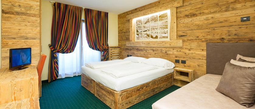 italy_livigno_hotel-touring_superior-bedroom.jpg